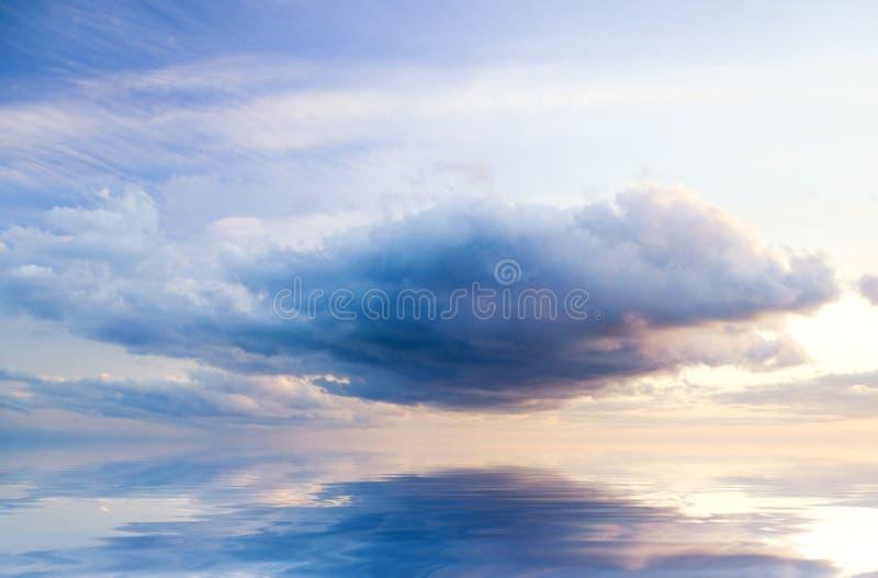 Βροχερός νεφελώδης ουρανός στοκ εικόνες με δικαίωμα ελεύθερης χρήσης