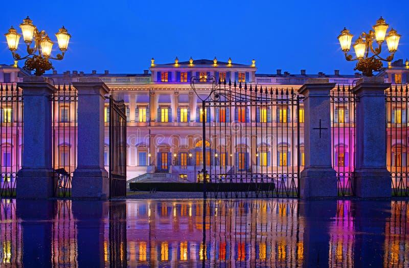 Βροχερό κόμμα στο παλάτι βασιλιάδων στοκ φωτογραφία με δικαίωμα ελεύθερης χρήσης