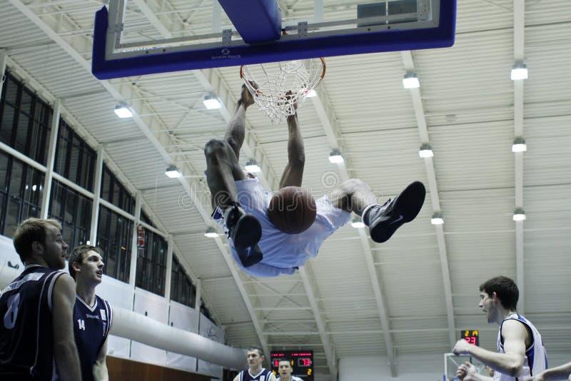 Βρόντος dunk στοκ εικόνα με δικαίωμα ελεύθερης χρήσης