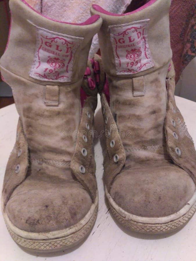 βρώμικα παπούτσια στοκ φωτογραφία με δικαίωμα ελεύθερης χρήσης