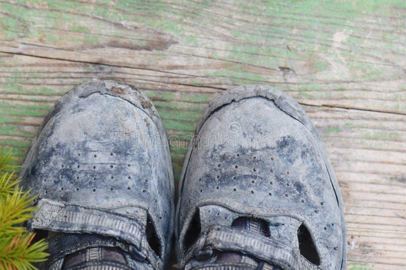 Βρώμικες λειτουργώντας μπότες στοκ φωτογραφίες με δικαίωμα ελεύθερης χρήσης