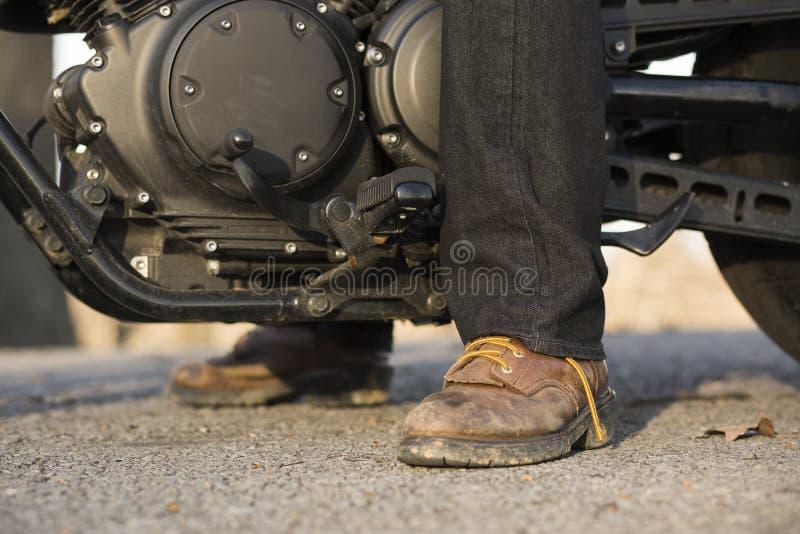 Βρώμικες μπότες ποδηλατών στοκ φωτογραφίες