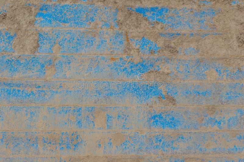Βρώμικος χωματένιος μπλε τοίχος μετάλλων στοκ φωτογραφία