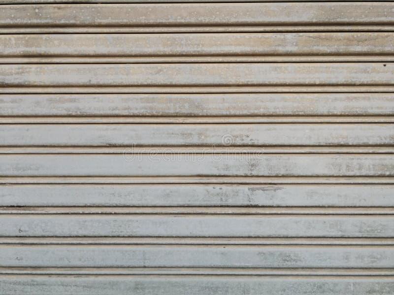 Βρώμικο κλείσιμο πορτών παραθυρόφυλλων grunge στοκ εικόνες