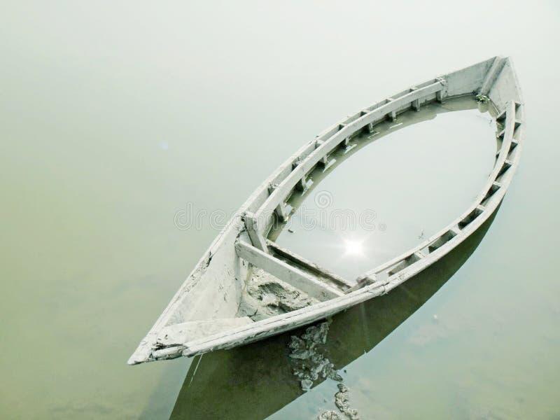 Βυθίζοντας βάρκα στοκ φωτογραφία με δικαίωμα ελεύθερης χρήσης