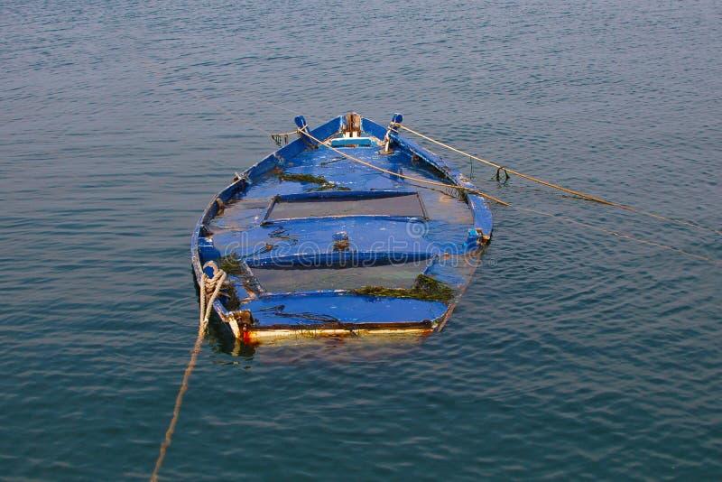 Βυθισμένο Rowboat στοκ φωτογραφίες