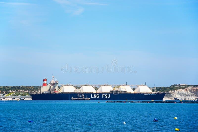 Βυτιοφόρο LPG στο λιμάνι Marsaxlokk, Μάλτα στοκ φωτογραφίες