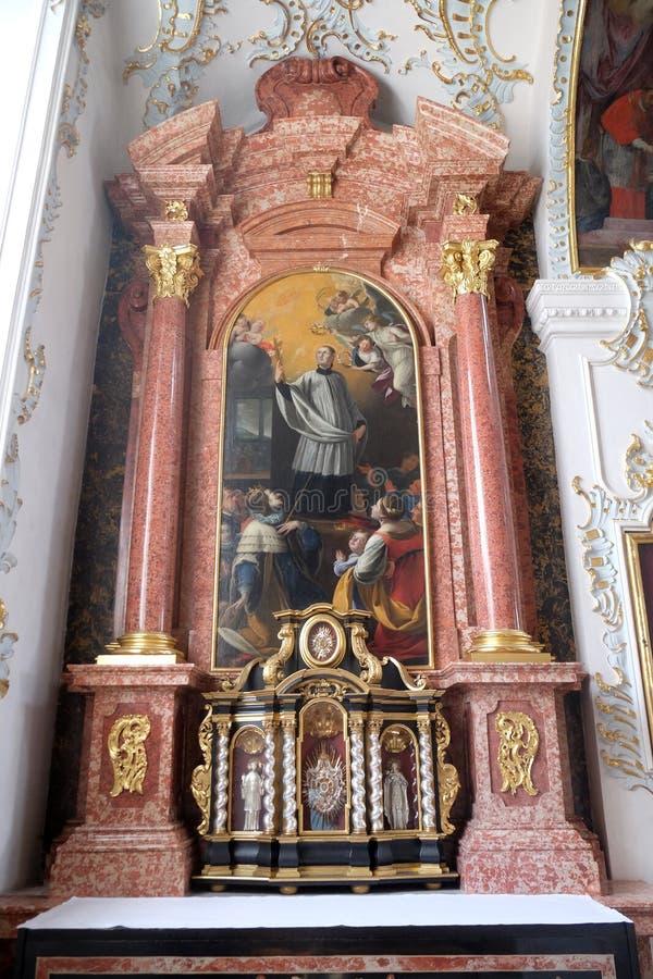 Βωμός Αγίου Aloysius Gonzaga στην εκκλησία Jesuit του ST Francis Xavier σε Λουκέρνη στοκ εικόνες