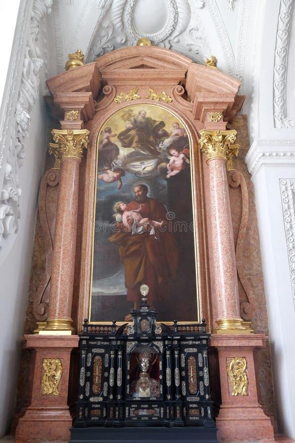 Βωμός Αγίου Joseph στην εκκλησία Jesuit του ST Francis Xavier σε Λουκέρνη στοκ φωτογραφίες