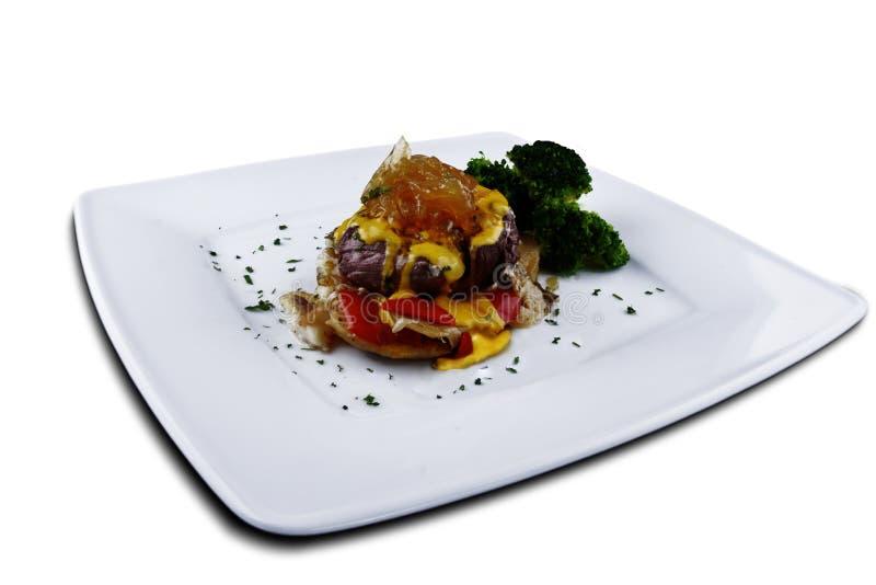 Βόειο κρέας με τη σάλτσα τυριών και μουστάρδας στοκ εικόνα με δικαίωμα ελεύθερης χρήσης