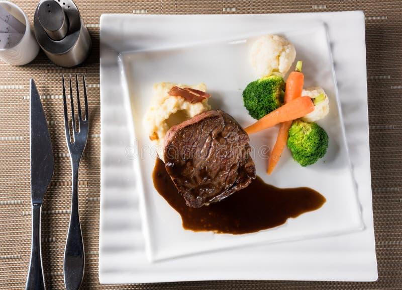 βόειο κρέας που ψήνεται σ& στοκ φωτογραφίες