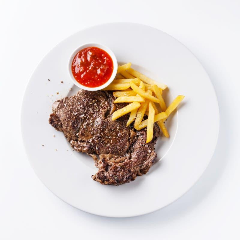 Βόειο κρέας ψητού με τις τηγανιτές πατάτες στοκ φωτογραφία