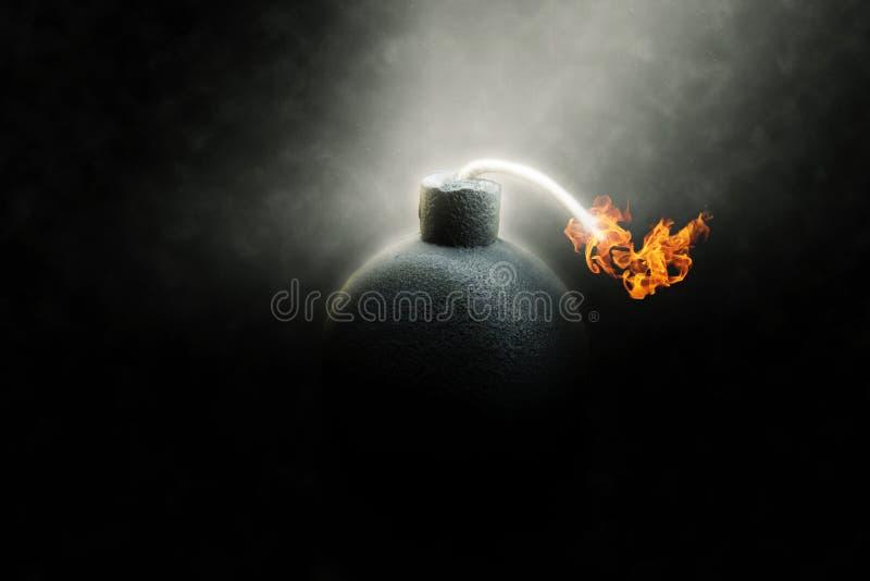 Βόμβα LIT με μια καίγοντας θρυαλλίδα στοκ εικόνες