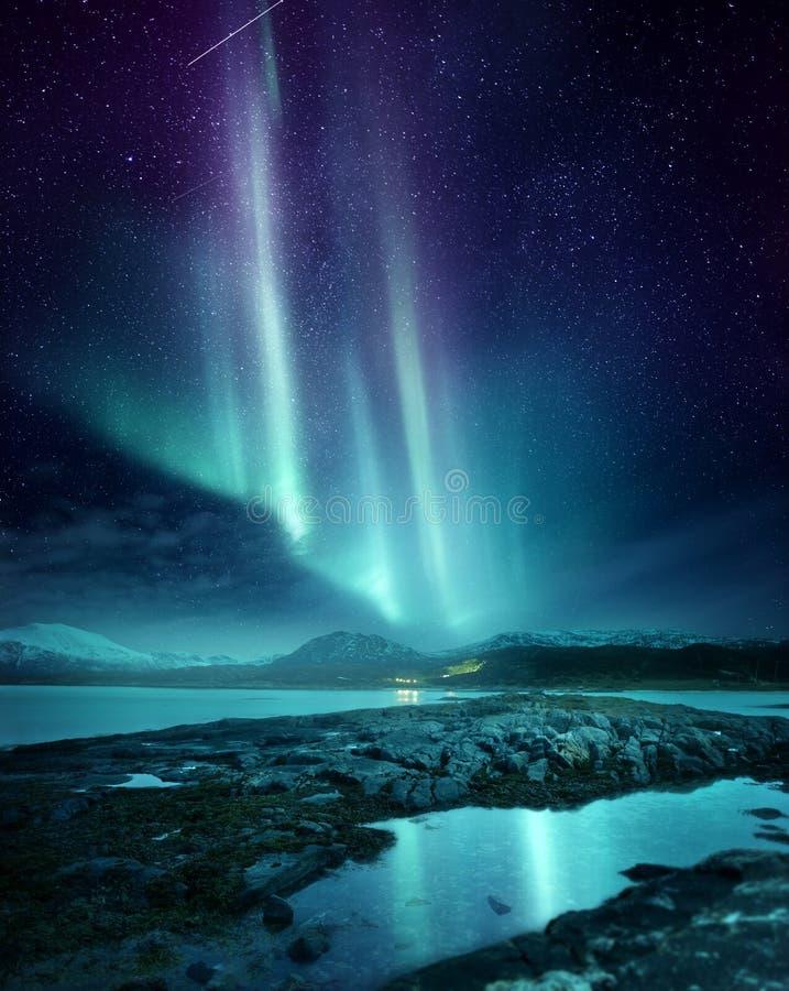 Βόρεια αυγή φω'των πέρα από τη βόρεια Νορβηγία στοκ φωτογραφία