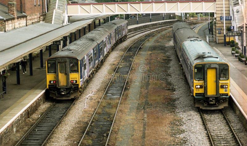 Βόρεια τραίνα δύο τραίνα dmu sprinter σε Harrogate στοκ εικόνες με δικαίωμα ελεύθερης χρήσης