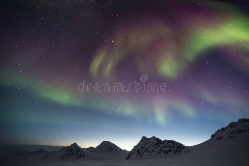 Βόρεια φω'τα στον αρκτικό ουρανό - Spitsbergen, Svalbard στοκ εικόνες