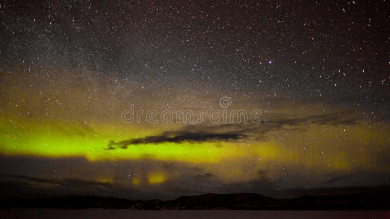 Βόρειες φω'τα και μυριάδα των αστεριών στοκ φωτογραφίες με δικαίωμα ελεύθερης χρήσης