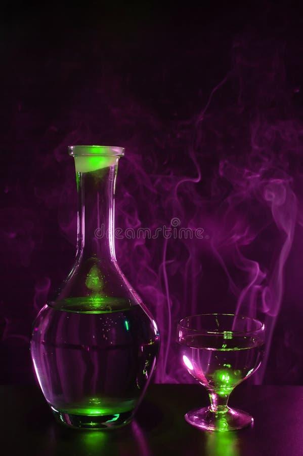 βότκα γυαλιού μπουκαλιών στοκ φωτογραφία με δικαίωμα ελεύθερης χρήσης