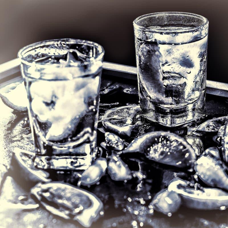 Βότκα κινηματογραφήσεων σε πρώτο πλάνο, τζιν, τονωτικό, tequila στοκ φωτογραφία