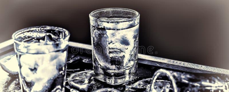 Βότκα κινηματογραφήσεων σε πρώτο πλάνο, τζιν, τονωτικό, tequila στοκ φωτογραφίες