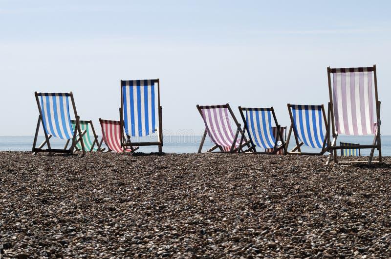 βότσαλο UK παραλιών Deckchairs Στοκ Εικόνες