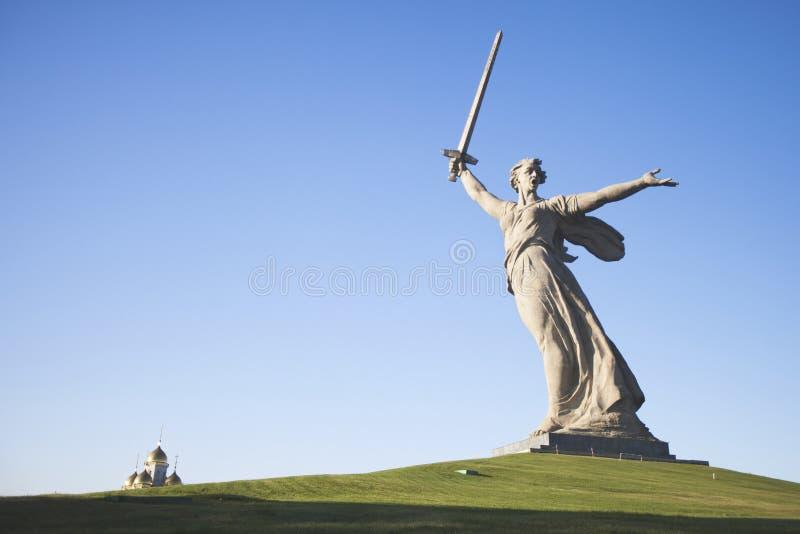 Βόλγκογκραντ Mamayev Kurgan - ιστορικός αναμνηστικός σύνθετος Μητέρα πατρίδα γλυπτών στοκ εικόνα
