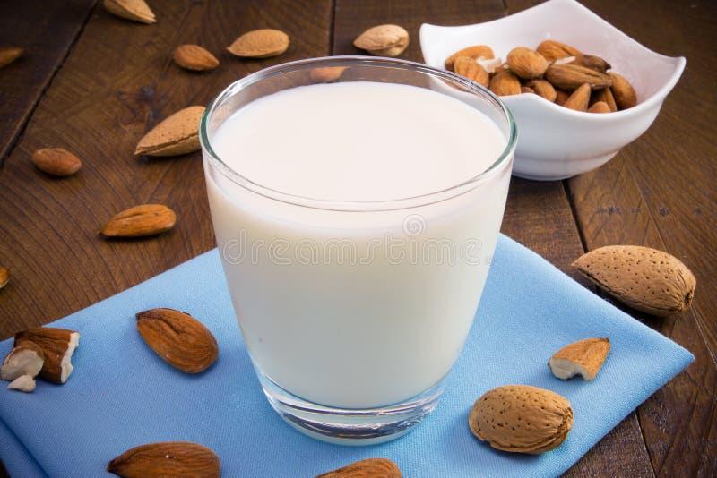 Γάλα αμυγδάλων στοκ εικόνα