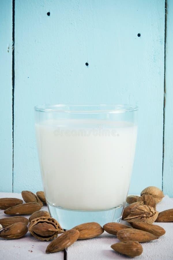 Γάλα αμυγδάλων στοκ φωτογραφία