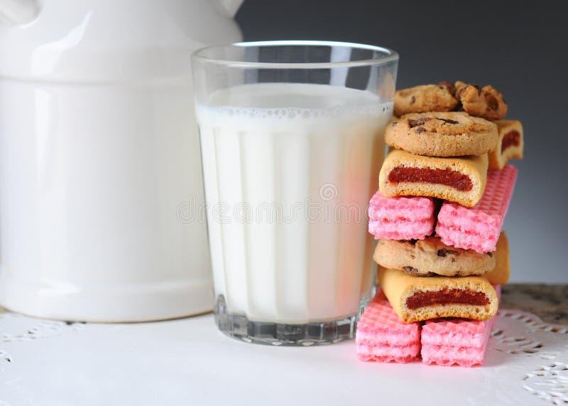 Γάλα και μπισκότα στοκ φωτογραφία με δικαίωμα ελεύθερης χρήσης
