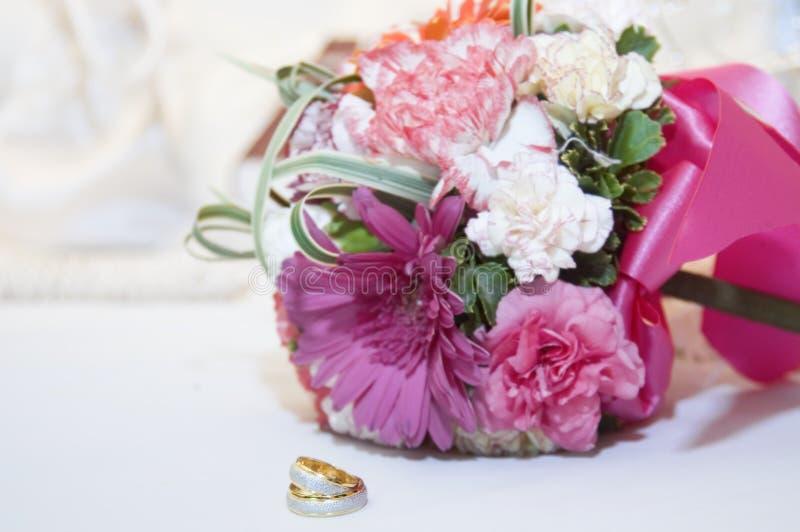 γάμος δαχτυλιδιών ανθοδεσμών στοκ φωτογραφία με δικαίωμα ελεύθερης χρήσης