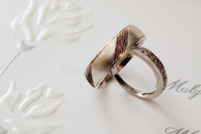 Download γάμος δαχτυλιδιών στοκ εικόνες. εικόνα από νεόνυμφος - 13185876