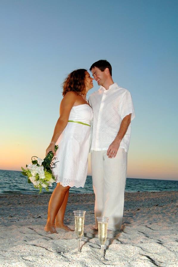 γάμος ζευγών παραλιών στοκ εικόνα