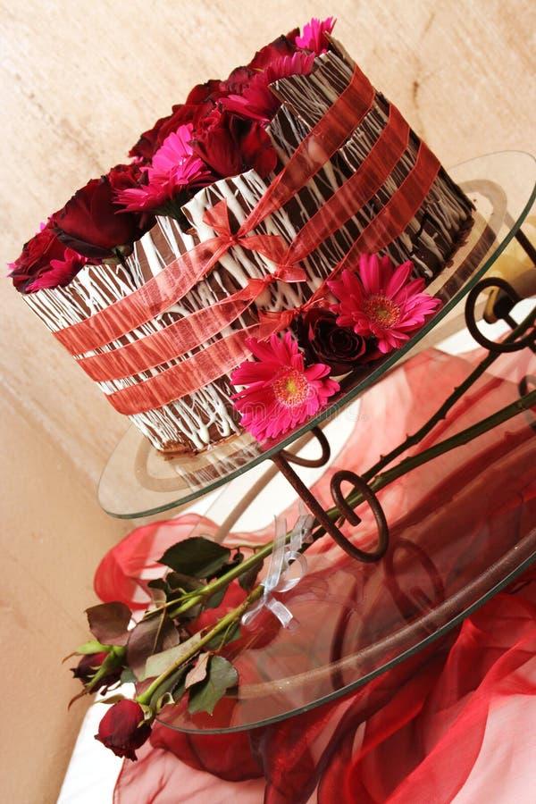 Download γάμος κέικ στοκ εικόνες. εικόνα από γάμος, τριαντάφυλλα - 394904