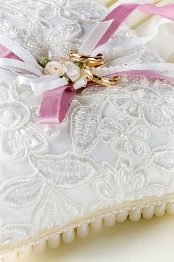 γάμος μαξιλαριών ζωνών στοκ εικόνες