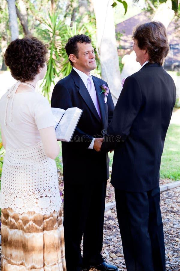 γάμος ομοφυλοφίλων που λέει τους όρκους στοκ φωτογραφία με δικαίωμα ελεύθερης χρήσης