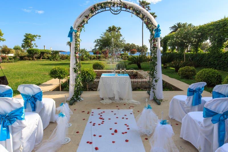 γάμος λουλουδιών τελετής νυφών στοκ φωτογραφία με δικαίωμα ελεύθερης χρήσης