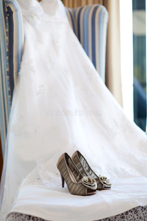 γάμος παπουτσιών φορεμάτων στοκ φωτογραφία με δικαίωμα ελεύθερης χρήσης