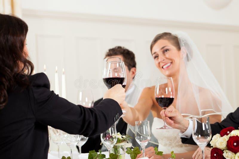γάμος συμβαλλόμενων μερών γευμάτων στοκ εικόνες