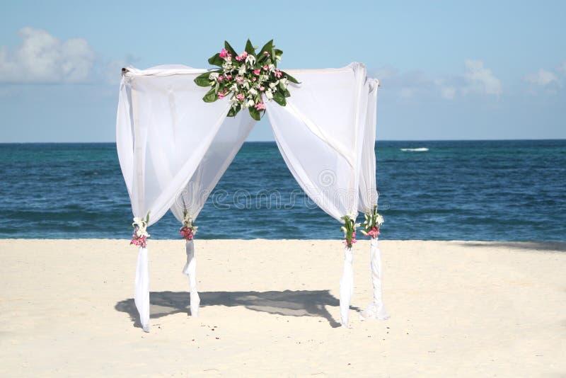 γάμος gazebo παραλιών στοκ εικόνες με δικαίωμα ελεύθερης χρήσης