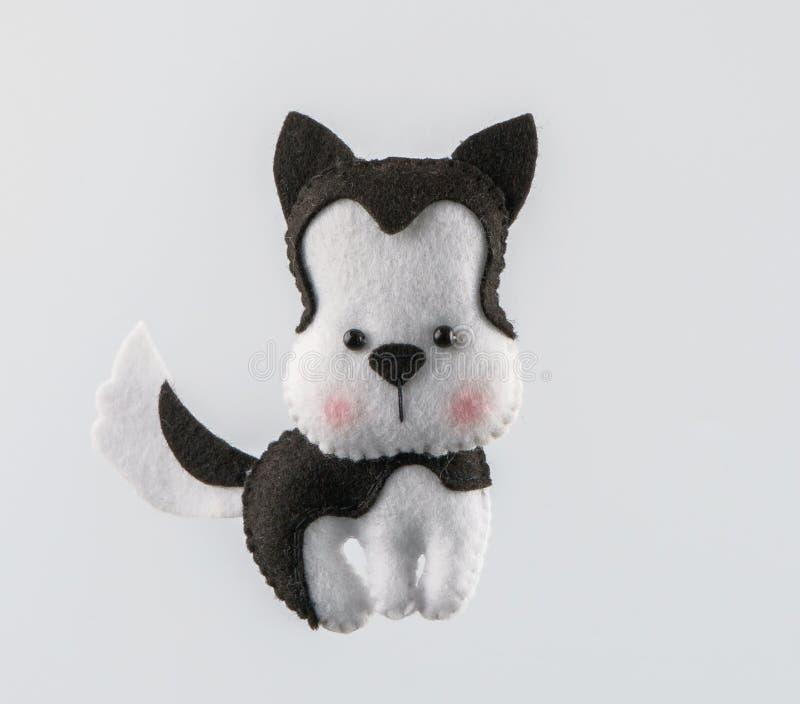 Γάτα παιχνιδιών χειροποίητη από αισθητός κοντά επάνω στοκ εικόνα με δικαίωμα ελεύθερης χρήσης
