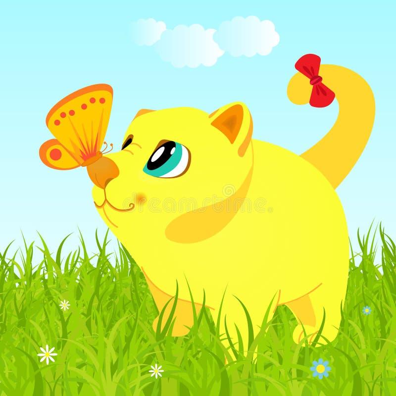 Γάτα στη χλόη που εξετάζει την πεταλούδα ελεύθερη απεικόνιση δικαιώματος