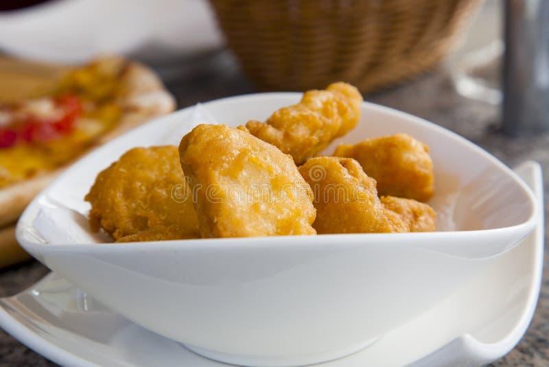 Γάτα της Ταϊβάν Ταϊπέι κενή, τσάι απογεύματος, αμερικανικό τηγανισμένο Mack κοτόπουλο στοκ φωτογραφία