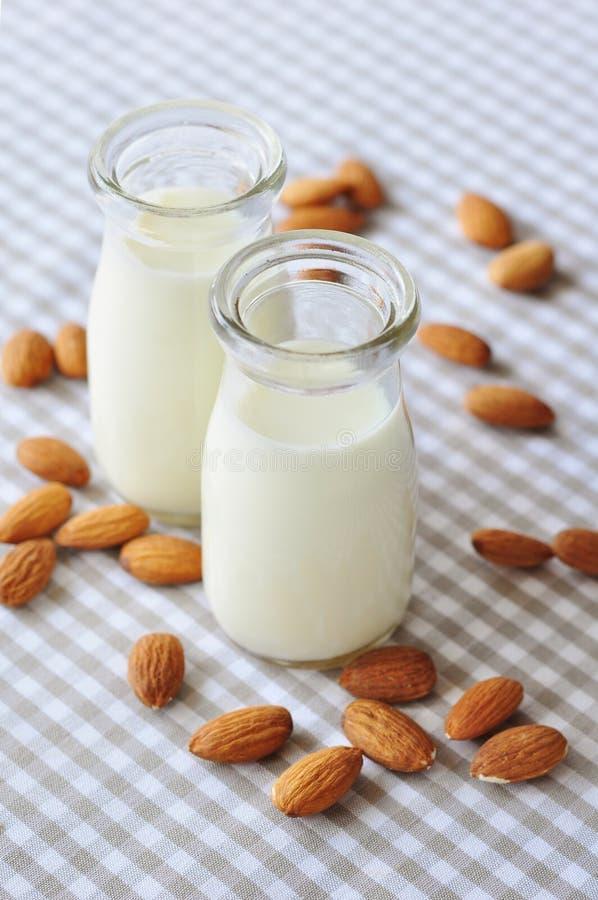 Γάλα αμυγδάλων στοκ φωτογραφίες