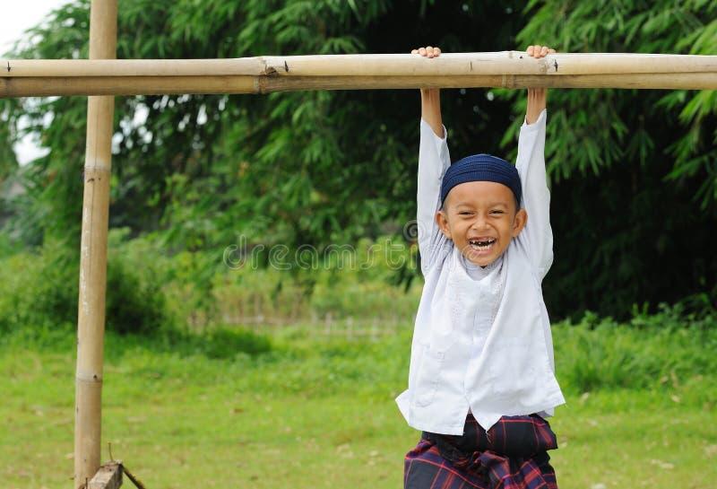 Download γέλιο παιδιών στοκ εικόνες. εικόνα από χαμόγελο, παιδιά - 13176410