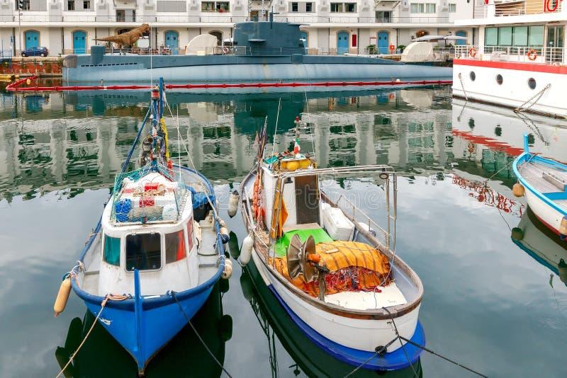 Γένοβα Αλιευτικά σκάφη στο θαλάσσιο λιμένα στοκ φωτογραφίες