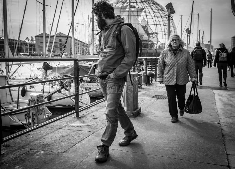 Γένοβα, Ιταλία - 21 Απριλίου 2016: Ιταλικοί λαοί σε μια βιασύνη somewhe στοκ εικόνες