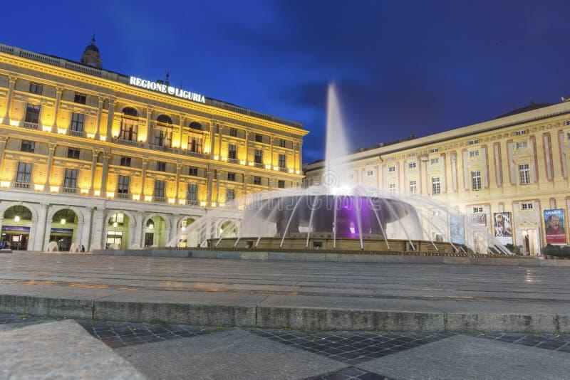 Γένοβα, περιοχή της Λιγυρίας, της Ιταλίας, Ευρώπη - 12 Ιουνίου 2018: Piazza de Ferrari είναι το κύριο τετράγωνο στη Γένοβα Άποψη  στοκ φωτογραφία με δικαίωμα ελεύθερης χρήσης