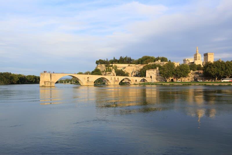 Γέφυρα Αβινιόν με το παλάτι παπάδων, Pont Άγιος-Benezet, Προβηγκία, στοκ φωτογραφία με δικαίωμα ελεύθερης χρήσης