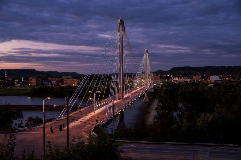 Γέφυρα αμερικανικής επιχορήγησης - ποταμός του Οχάιου στοκ εικόνα με δικαίωμα ελεύθερης χρήσης