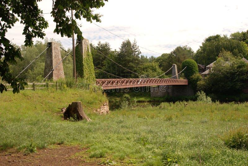 Γέφυρα αναστολής μεταξύ Eckford & Heiton πέρα από τον ποταμό Teviot στοκ εικόνες